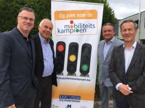 LVZ-directeur Luc Soens, Michel De Gols, Johan Van Tittelboom en Bart Blommaert (van links naar rechts) zetten hun schouders onder de testdag op 11 juni in Aalst.